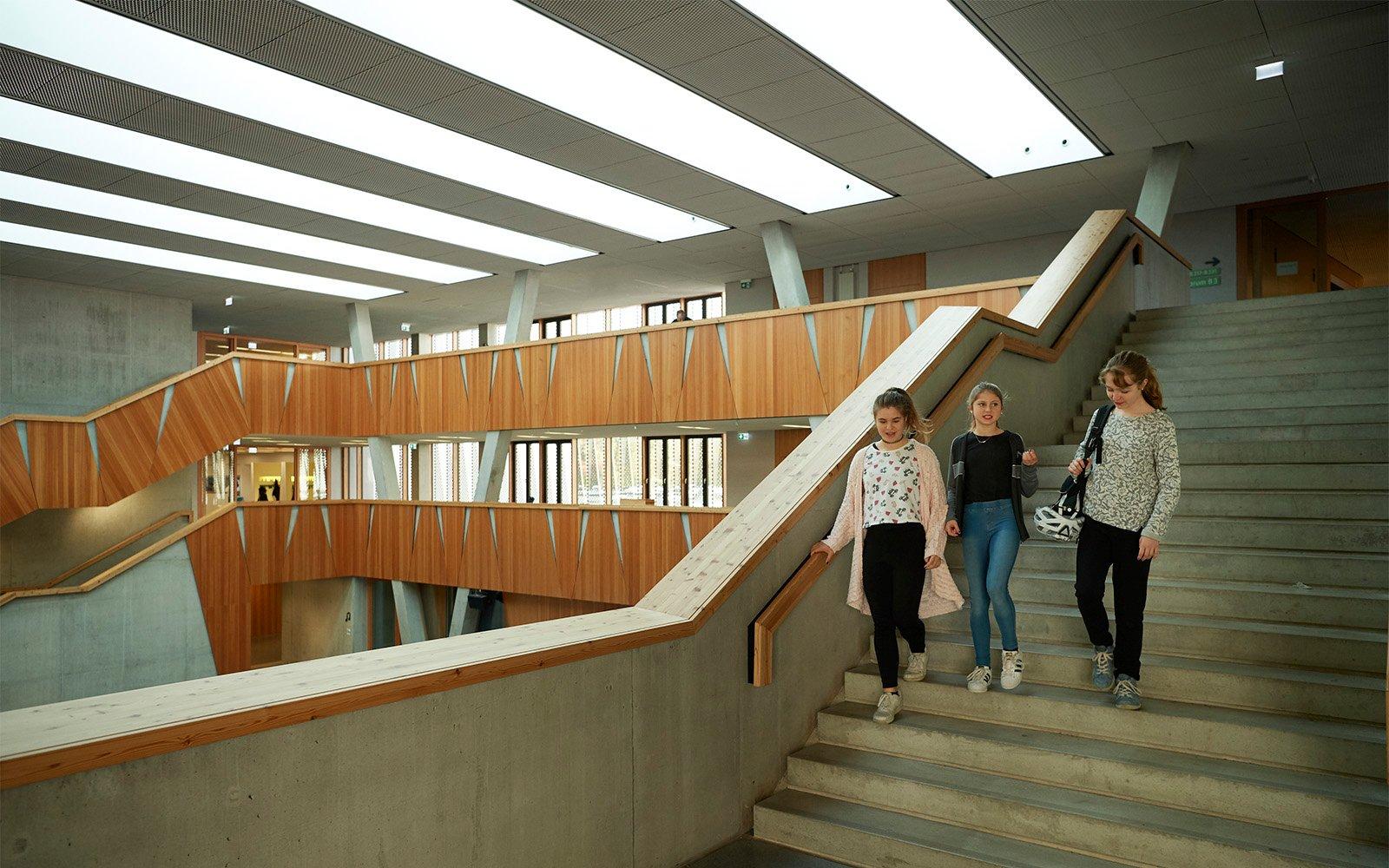 Atrium ovenlys vinduer på Hessenwald skolen i Tyskland